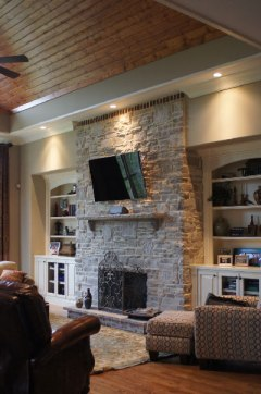horiz stone fireplace